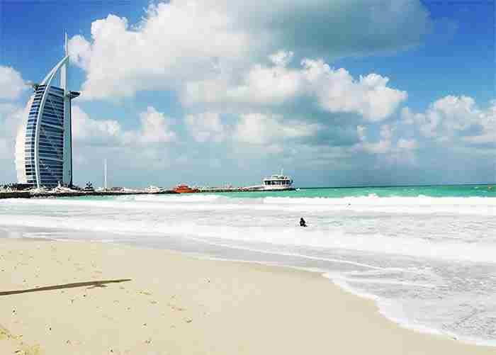 بهترین سواحل دبی برای پیاده روی