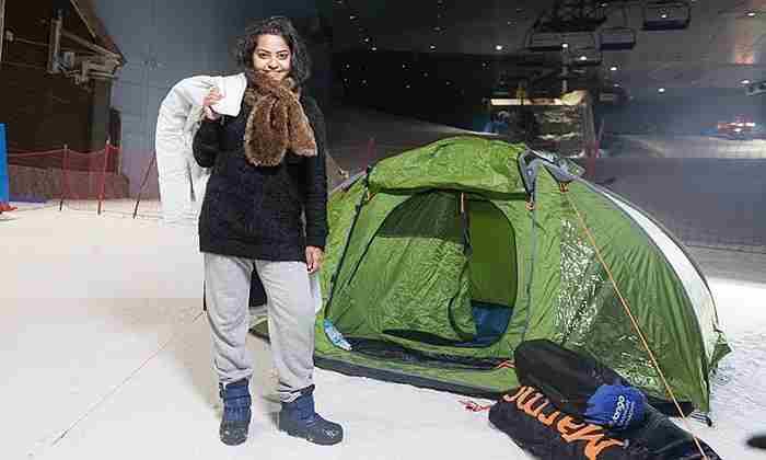 تجربه كمپ زدن در سرما در پیست یخ اسكی دبی