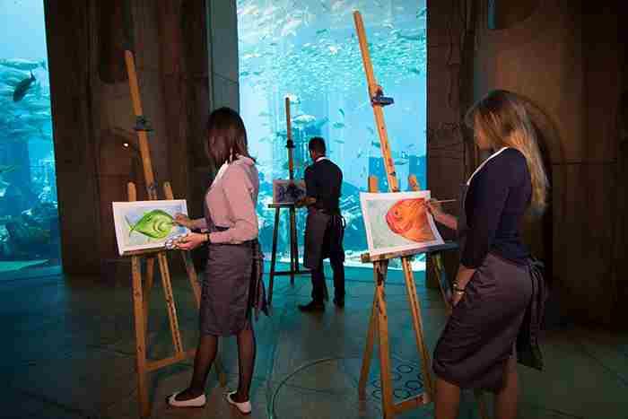 کلاس های هنری زیر دریا در هتل آتلانتیس