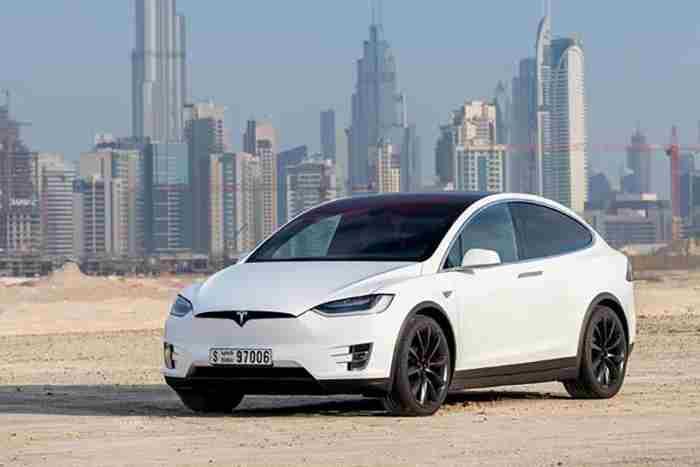 تاکسی های خودران تسلا دبی