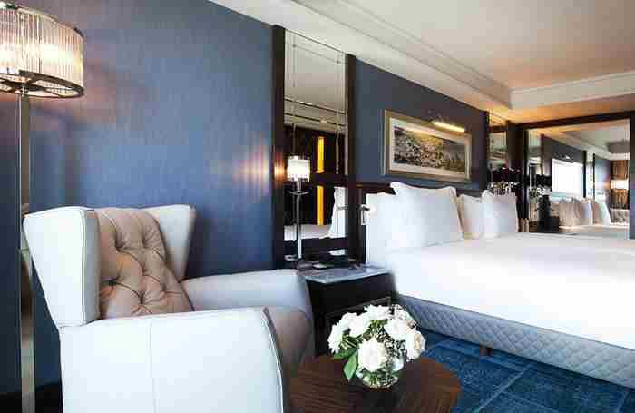 هتل رادیسون بلو پرا