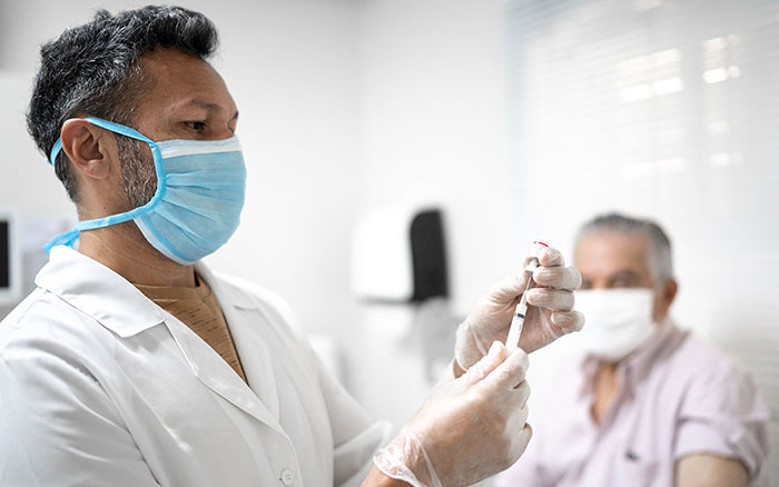 بعد از زدن واکسن کرونا ممکن است چه علایمی داشته باشیم